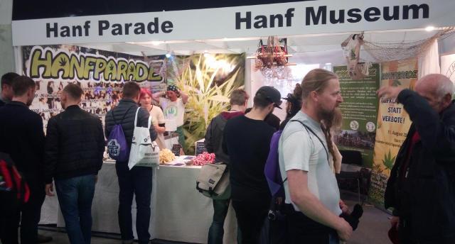 Gemeinsamer Stand der Hanfparade und des Hanf Museums auf dem Cannafest 2017 in Prag