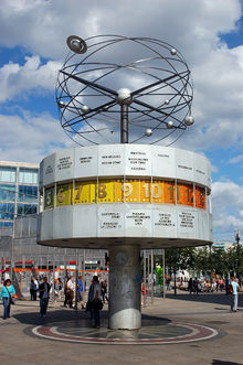 Photo of the World Time Clock in Berlin, Alexanderplatz; Foto aus Wikipedia von RalfR