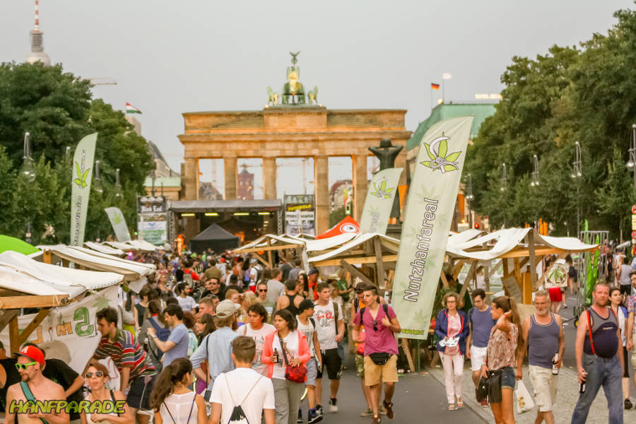Photo of the final rally of Hanfparade at Brandenburger Tor