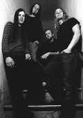 Foto der 4 Bandmitglieder von Samsara Blues Experiment