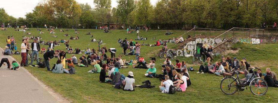 Panorama-Foto im Görlitzer Park gegen Ende der Veranstaltung