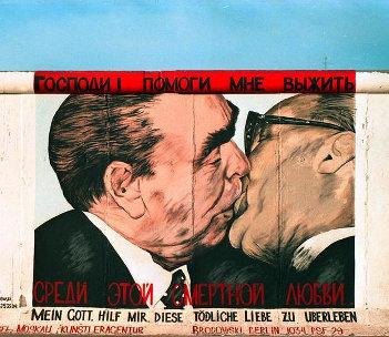 Abbildung: Bruderkuss von Dmitri Wladimirowitsch Vrubel auf der East Side Gallery