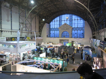 Foto mit Blick auf den Ausstellungsbereich beim Cannafest 2013