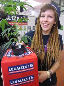 Foto einer Aktivistin von Legalize! Österreich