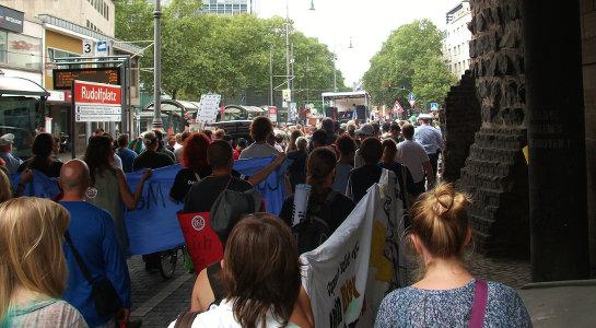 Foto von der Dampfparade beim Start auf dem Rudolfplatz in Köln