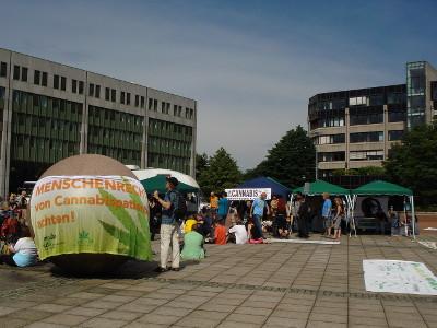 Foto von den Demopavillons auf dem Robert-Schumann-Platz in Bonn