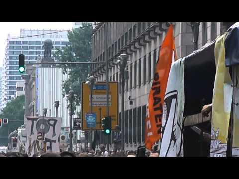Hanfparade 2013 - Zwischenkundgebung am Bundesrat mit Tibor Harrach, Ballonaktion & Simon Kowalewski