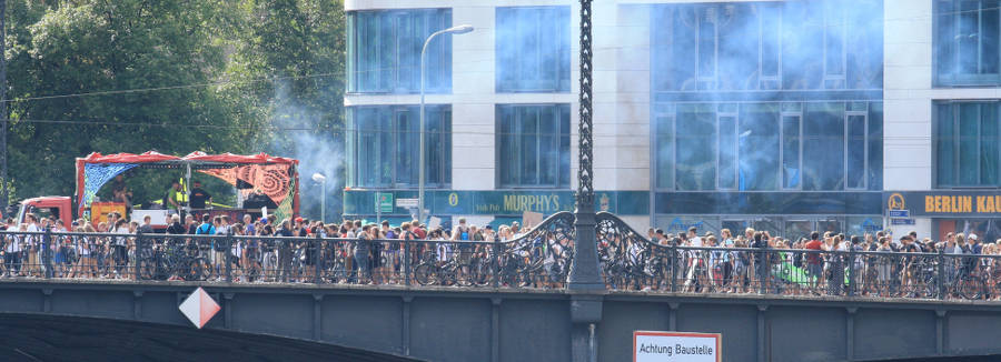 Photo of the Hanfparade rally at Friedrichstrasse