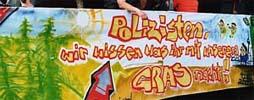 Hanfparade2001 Transparent am Paradewagen der Grünen Jugend