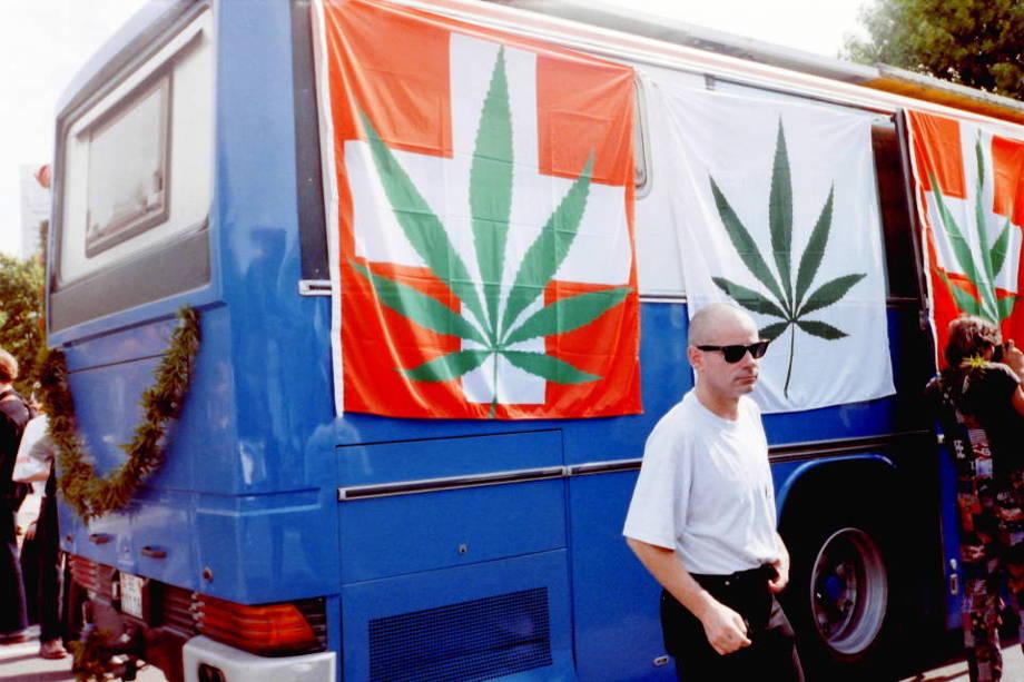 Foto eines Bus zur Hanfparade