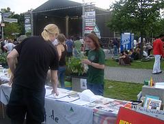 Foto der Hanfparade 2011: Bühne und Infostände