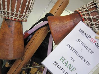 Foto von Musikinstrumenten aus HempStone (Hanfzellulose)