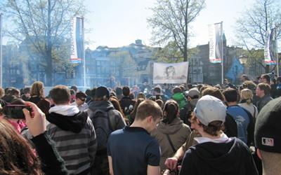 Foto der Besucher von hinten bei der Kundgebung des 420 Smoke-Out