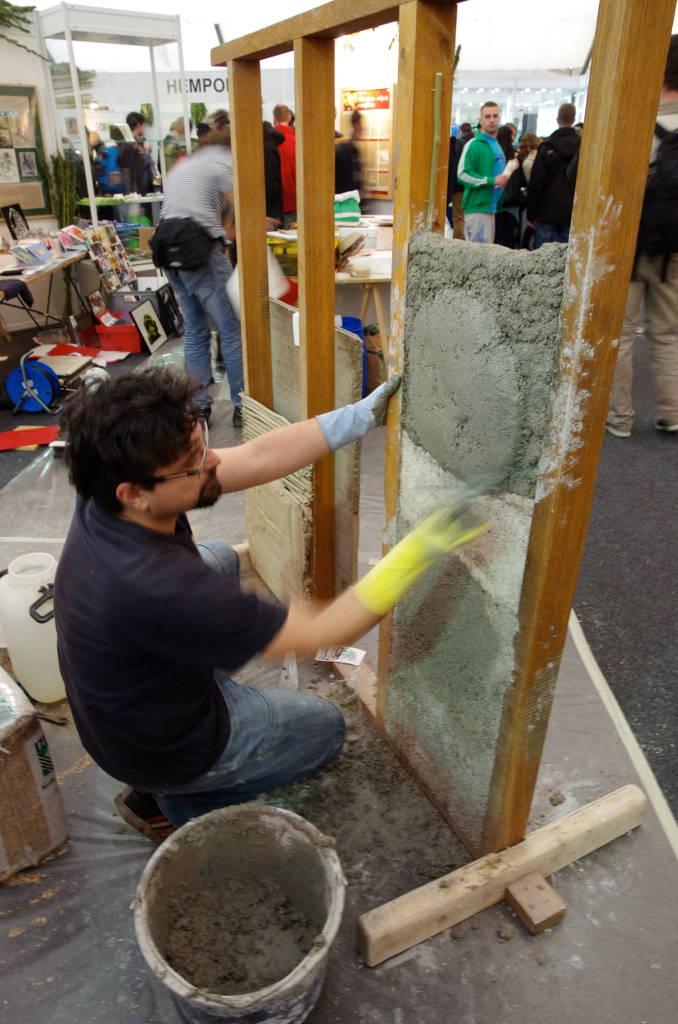 Zement aus Hanf, Vorführung an einem Stand im Nutzhanfareal auf dem Cannafest 2013 (Foto)