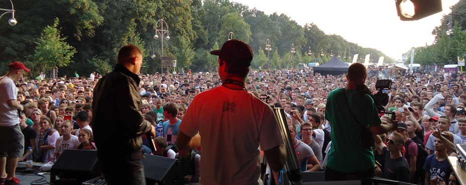 Dinafem-Bühne der Hanfparade 2014