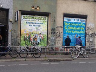 Hanfparade-Großplakat beim KitKat Club in der Brückenstraße in Berlin-Mitte