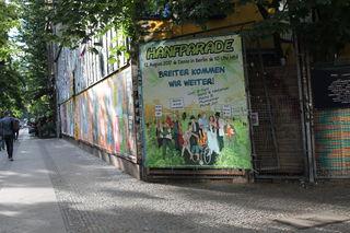 Foto Hanfparade-Großplakat Ecke Schlesische Straße / Falkensteinstraße