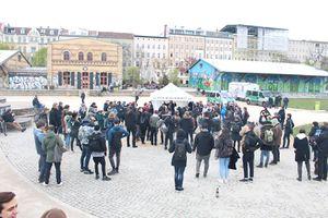 Gemeinsamer Infostand vom DHV, vom Hanf Museum und von der Hanfparade während der 4-20-Aktion 2017 im Görlitzer Park in Berlin