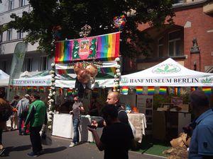 Gemeinsamer Infostand der Hanfparade, des Hanf Museums und der Berliner Ortsgruppe des Deutschen Hanfverbandes auf dem Motzstraßenfest 2017